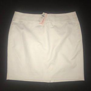 White Banana Republic pencil skirt. NWT